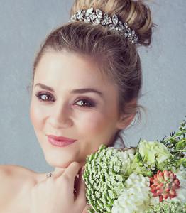 Hair-buns-for-a-wedding